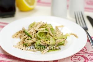 Салат с курицей и огурцом
