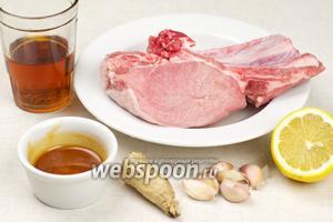 Для приготовления свинины с мёдом и имбирём возьмём так же чеснок, лимон, коньяк, растительное масло и специи.