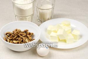 Основные продукты для приготовления печенья «Курабьедес»: мука, сахарная пудра, яйца, грецкие орехи. Сливочное масло должно быть комнатной температуры.