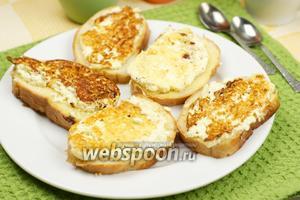 Горячие бутерброды с брынзой и яйцом