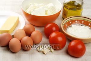 Для приготовления творожного пудинга с помидорами творог лучше брать 5-9% жирности, жирную сметану, можно использовать любой твёрдый сыр, помидоры должны быть сочными и с плотной мякотью.