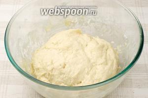 Поставить тесто на 1 час в тёплое место.