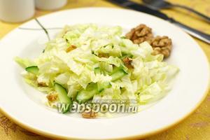 Салат из пекинской капусты с орехами
