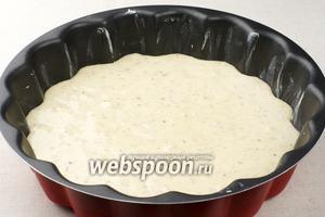Затем влить тесто и поставить в разогретую до 160 °С духовку.