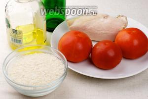 Для салата нам понадобится рис, помидоры, куриное филе и специи.