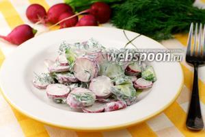 Салат с редисом и огурцами