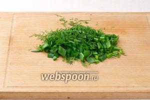 Зелень помыть, просушить и мелко порезать.