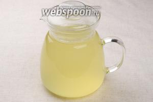 Готовый напиток процедить, подавать с кубиками льда и веточкой мяты.
