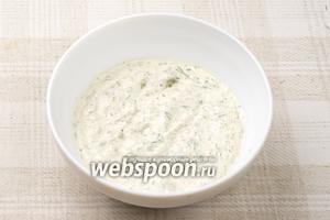 Тщательно всё перемешать до однородного состояния, добавить соль по вкусу.  Соус хорошо подходит к картофельным биточкам, драникам и другим блюдам из овощей или рыбы.
