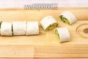 Порезать на порции толщиной 3-4 см.