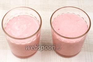 Разлить мусс по креманкам или стаканам. Из указанного количества продуктов получается 3-4 порции.