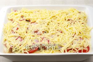 Верхний слой — натёртый сыр. Ставим в разогретую до 180°С духовку на 45 минут.