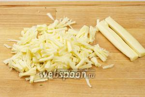Для начинки сыр сулугуни порезать или порвать на волокна.
