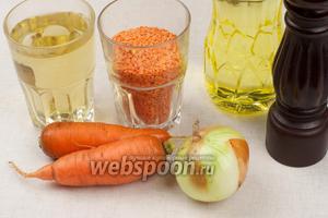 Для приготовления супа понадобится красная чечевица, 2 литра  куриного бульона , репчатый лук, 1-2 моркови, растительное масло и специи.