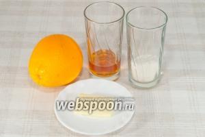 Приготовьте апельсиновый соус. Возьмите апельсины, сливочное масло, сахар, коньяк.