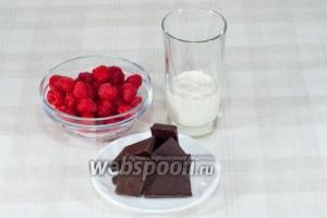 Для приготовления шоколадной пасты возьмите: чёрный шоколад, свежую малину, сливки 30% жирности.
