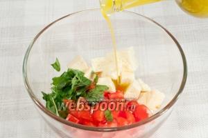 Смешайте помидоры, брынзу, базилик. Заправьте  Ароматным маслом . Присолите по вкусу.