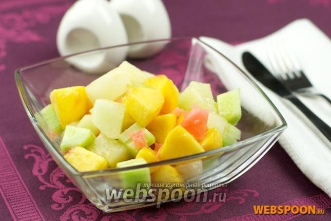 Фото Салат из дыни, персиков и огурцов