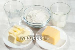 Вам понадобится: мука, вода, молоко, яйца, масло, твёрдый сыр, соль, молотый мускатный орех.