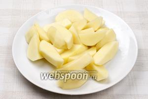 Картофель очистить и порезать.