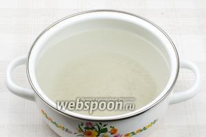 1 литр воды довести до кипения и добавить 6 ст. л. соли с горкой. Затем остудить воду до комнатной температуры.