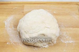 В результате должно получиться эластичное, мягкое тесто, легко отстающее от рук.