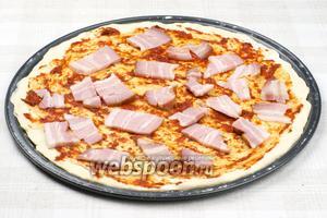 Выложить порезанную свиную корейку.