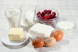Вам понадобится: творог (я беру магазинный 9%), масло сливочное, сахар, мука, яйца, крахмал, сметана, малина (или любые другие фрукты/ягоды).