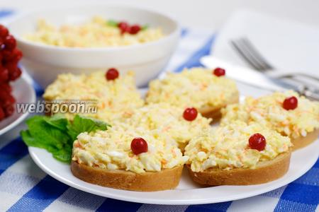 Салат с плавленым сырком и яйцом