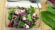 Фото рецепта Салат из свёклы, шпината и творога
