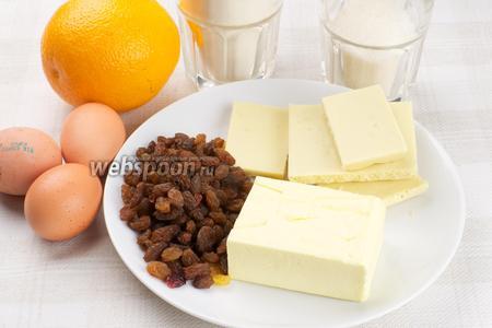 Для приготовления пирога возьмём муку, яйца, белый шоколад, сливочное масло, апельсин, изюм без косточек и сахар.