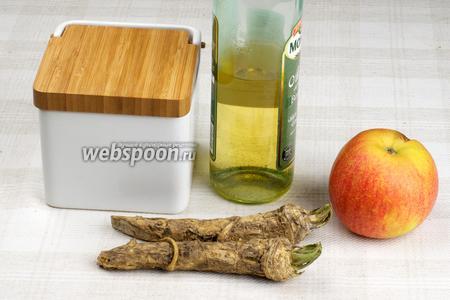 Для приготовления соуса возьмём корень хрена, кисло-сладкое яблоко, уксус, специи и сметану.