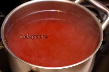 Затем отвар процедить, опять довести до кипения и добавить сахар — сначала 0,5 стакана, а затем по вкусу.