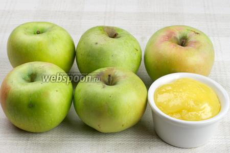 Для приготовления десерта возьмём 6 яблок сорта ренет Симиренко, мёд, а для подачи горсть изюма и измельчённых грецких орехов.