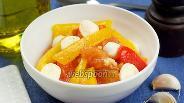 Фото рецепта Салат с сыром и запечённым перцем