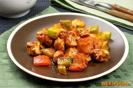 Куриное филе с кабачком и сладким перцем