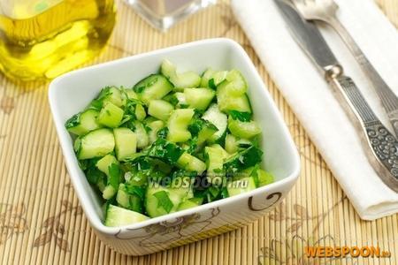 Салат с огурцом и сельдереем