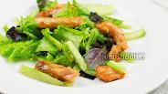Фото рецепта Зелёный салат с горячей сёмгой