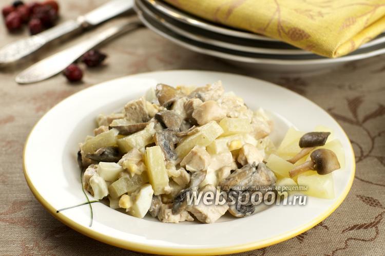 Фото Тёплый салат с курицей и ананасами