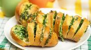 Фото рецепта Запечённый батон с сыром и чесноком