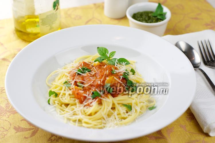 Фото Спагетти с помидорами и базиликом