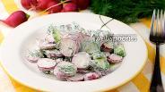 Фото рецепта Салат с редисом и огурцами