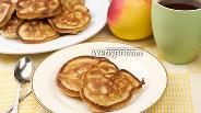 Фото рецепта Оладьи с яблоками на кефире