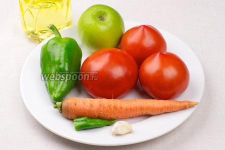 Из указанного количества ингредиентов получается 0,5 литра соуса. Яблоко должно быть кислым, помидоры хорошо спелыми, количество острого перца и соли лучше регулировать по вкусу.