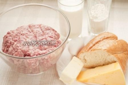 Для приготовления котлет возьмите: фарш, лук репчатый, яйцо куриное, батон, молоко, молотый перец, соль.