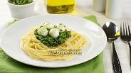 Фото рецепта Спагетти с соусом песто и моцареллой
