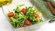 Фото рецепта Салат с рукколой и сыром Моцарелла