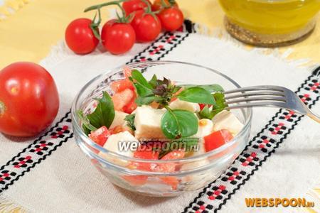 Фото рецепта Салат из томатов и брынзы