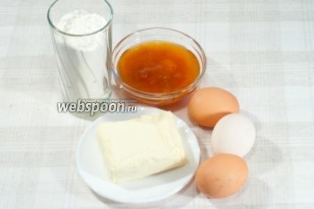 Вам понадобится: мука, масло, яйца, соль, джем (берите на ваш вкус).