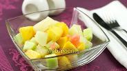 Фото рецепта Салат из дыни, персиков и огурцов